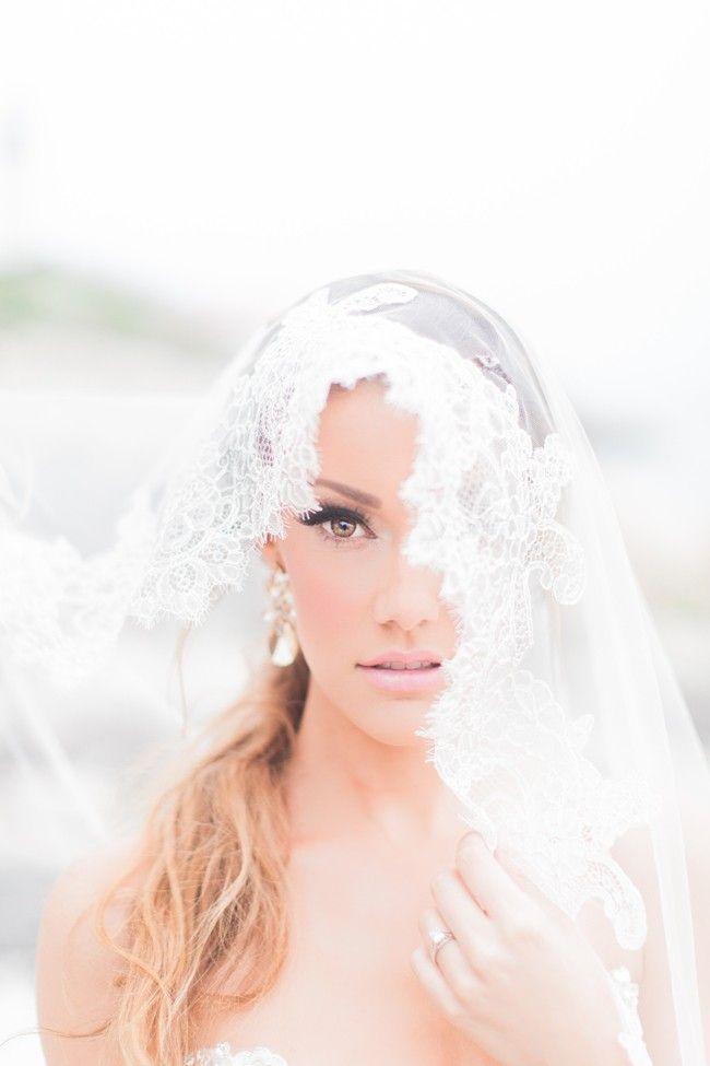 Use Wedding Veil to creat an Elegant Bridal Shoot