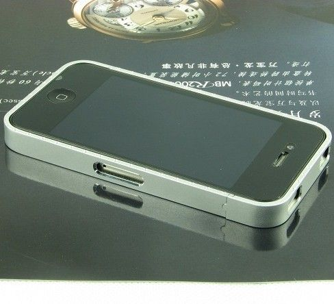 http://www.case2case.net/cross-line-metal-aluminum-bumper-case-for-iphone-4-4s-silver.html  Unique design allows easy access to all buttons, controls & ports without having to remove the skin.