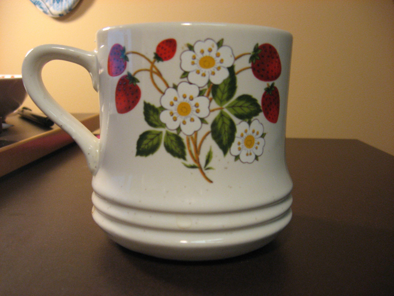 cream collection n Strawberries stoneware