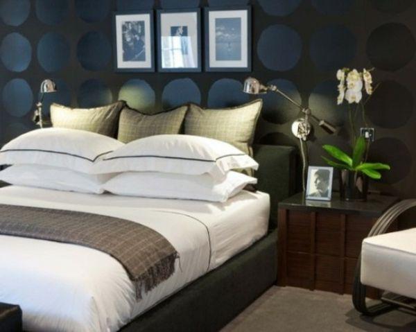 Männer Design Kleines Schlafzimmer Ideen  Drei Bilder An Der Wand Und Weiße  Orchideen Neben Dem Bett