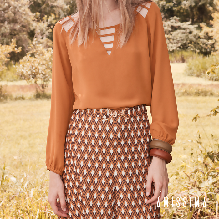 Acompanhando a tendência 70's, a saia com estampa gravataria é ideal para o dia a dia. Arremate o visual com uma camisa bem fluída e maxi pulseiras.  Shop online -- Camisa → http://bit.ly/1Lqu6Yv Saia → http://bit.ly/1ptRKd0  #fashion #moda #modafeminina #lookdodia #outfit