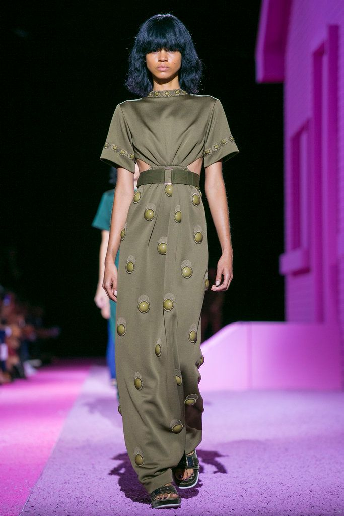 A look from the Marc Jacobs Spring 2015 RTW collection.