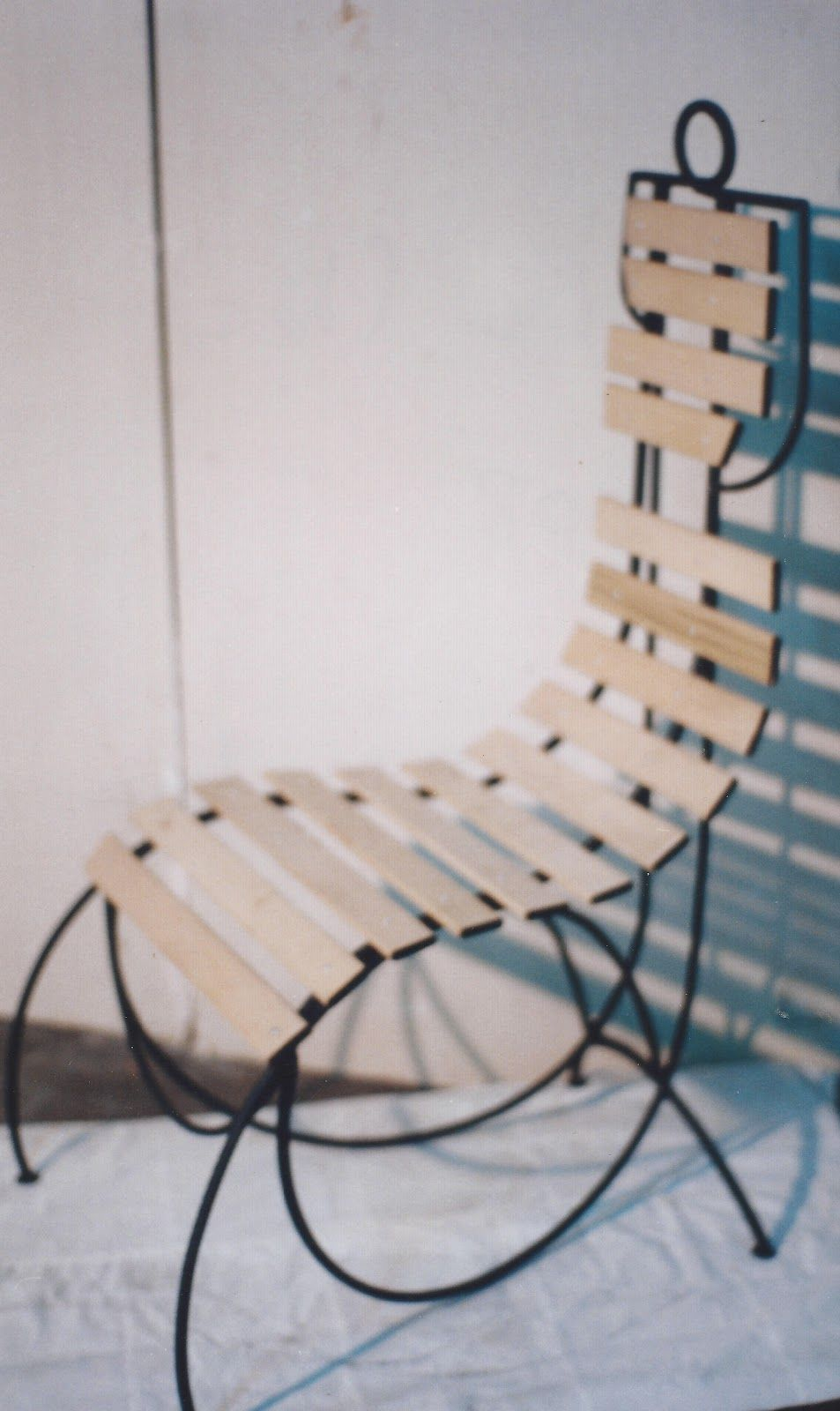 Sillas artísticas - Somieres viejos transformados en sillas de ...