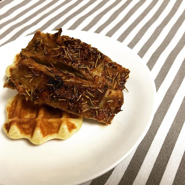 Ribs and wafflesIngredients: Pork ribs Rosemary Paprika Salt Pepper Syrup Bbq sauce Garlic Shallot Cake flour Bread flour Dried yeast Water Sugar Butter#ribs #waffle #bbqribs #barbequeribs #ribsandwaffles #waffles #yum #yummy #delicious #foodporn #food #foodpics #foodie #hkfoodie #foodstagram #instafood #hmwcooking #homecooking #homemade #homebaked #homemaderecipes #eatathome #cookathome #foodphoto #foodphotography
