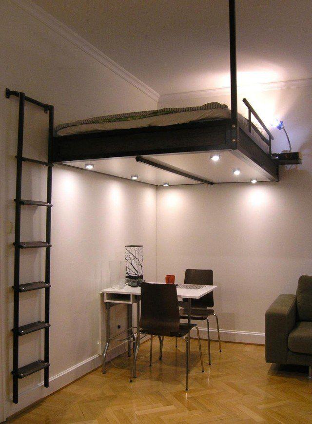 lit suspendu au plafond 2 personnes et bureau en bas