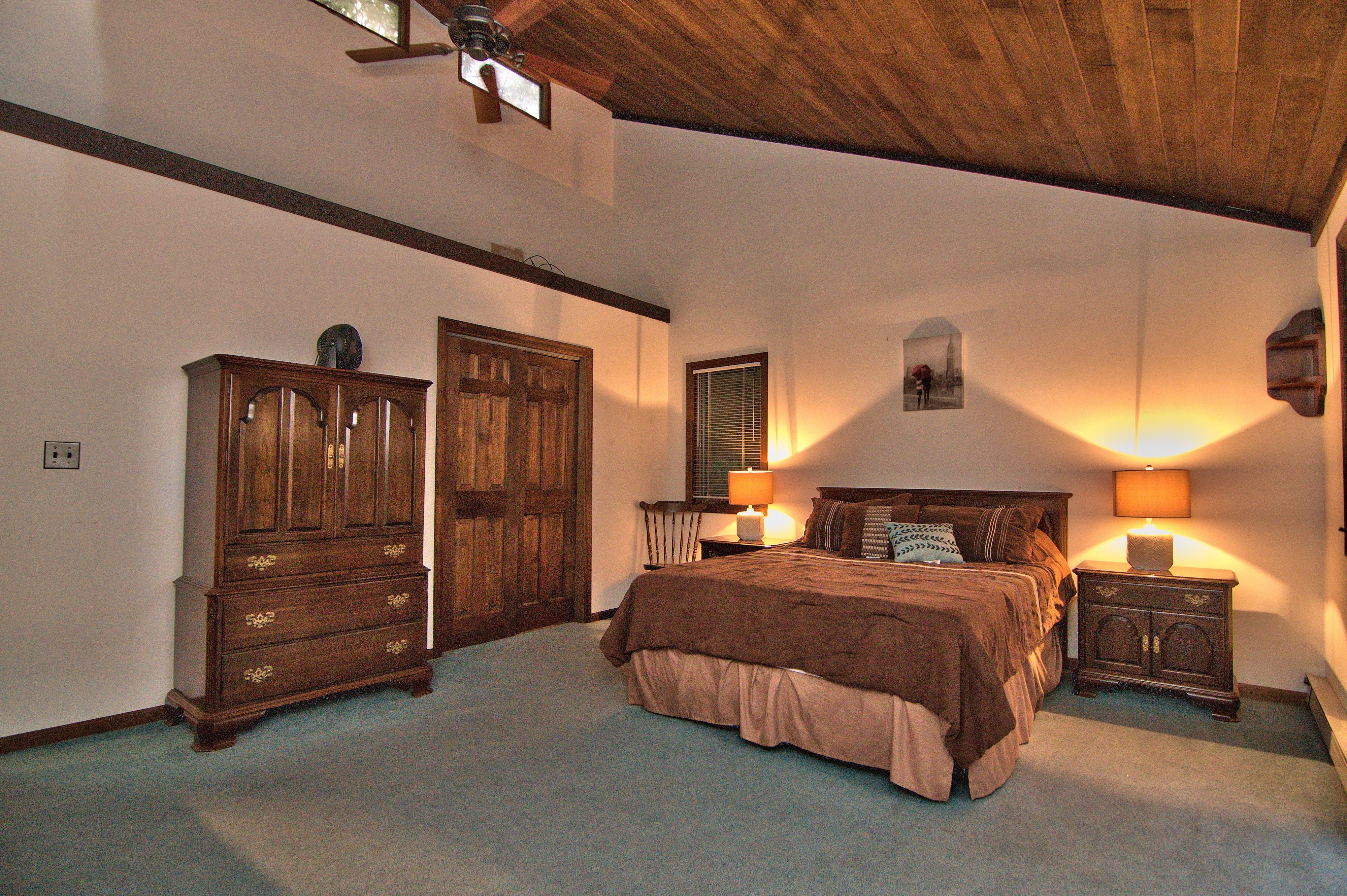 The Master bedroom in our lakefront home for rent in Lake