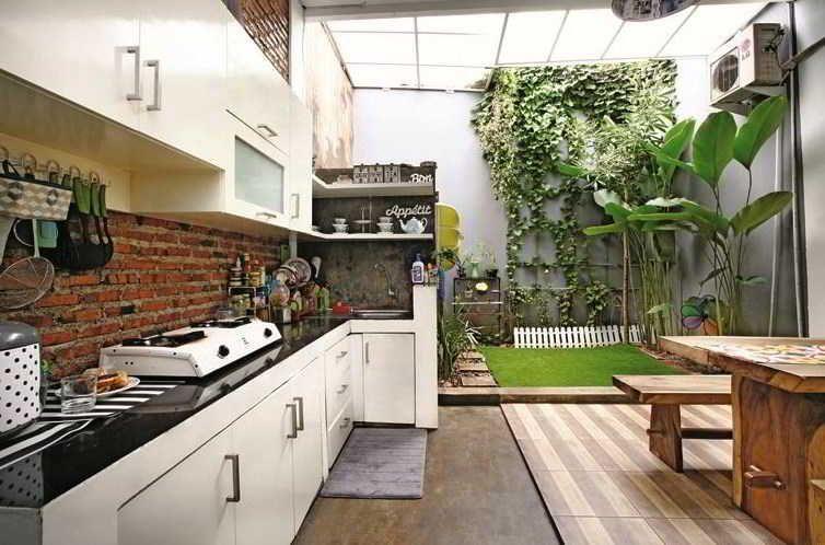 Desain Dapur Kecil Terbuka Dibelakang Rumah