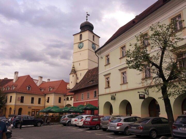 Sibiu.  Dormir una noche así conocéis la noche fiestera de Rumania. De Sibiu vais a empezar a conocer la montaña: vamos por Transfagarasan hasta el Lago Balea donde hay una cabaña para comer o dormir :) hay 2 horas de coche ( la noche de hotel sale por 60 euros)