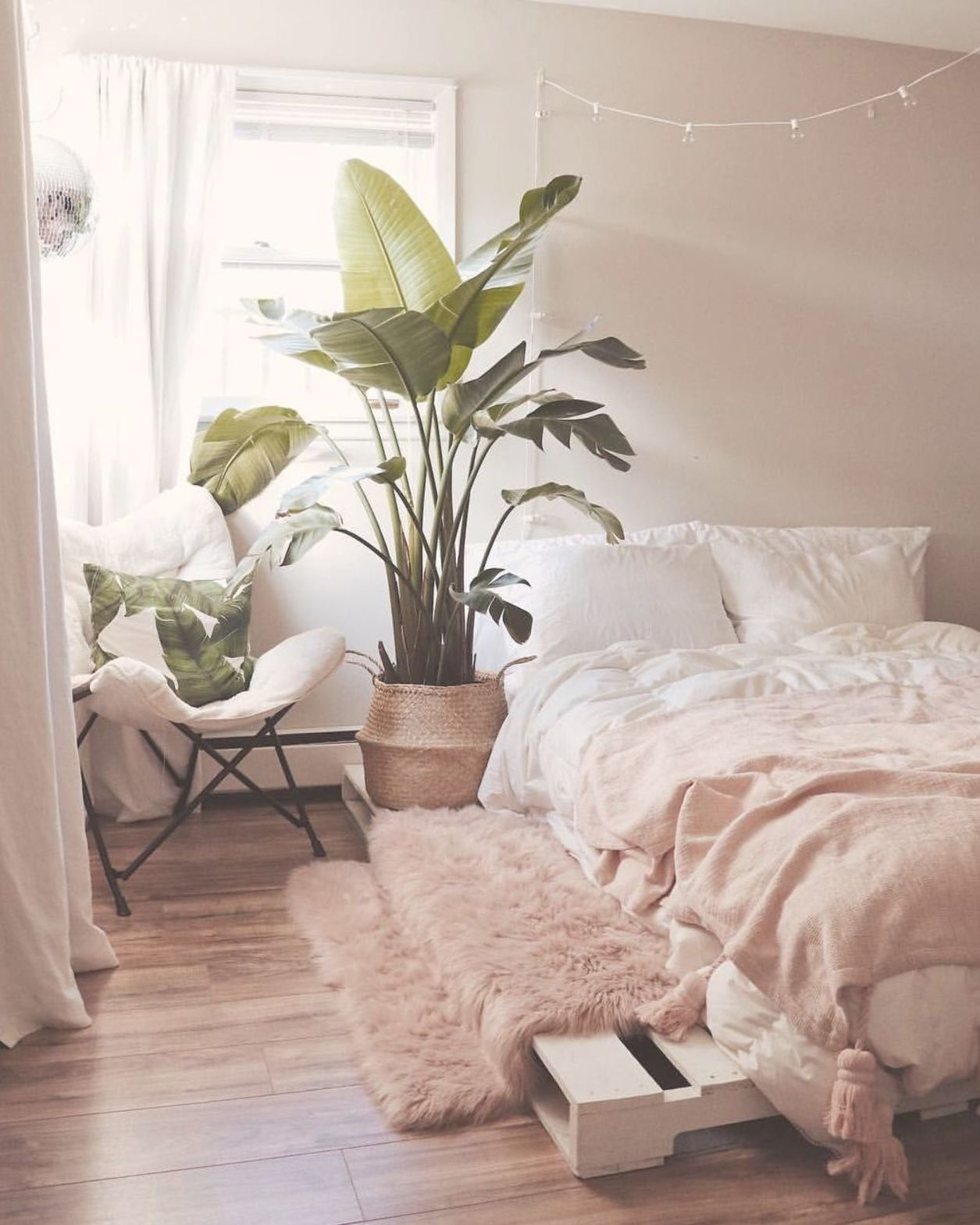 7 Gorgeous Pink Bedrooms That You Can Totally Re Create At Home Botanical And Pink Boho Chic Bedroom With Images Aesthetic Room Decor Pink Bedroom Decor Pink Bedrooms