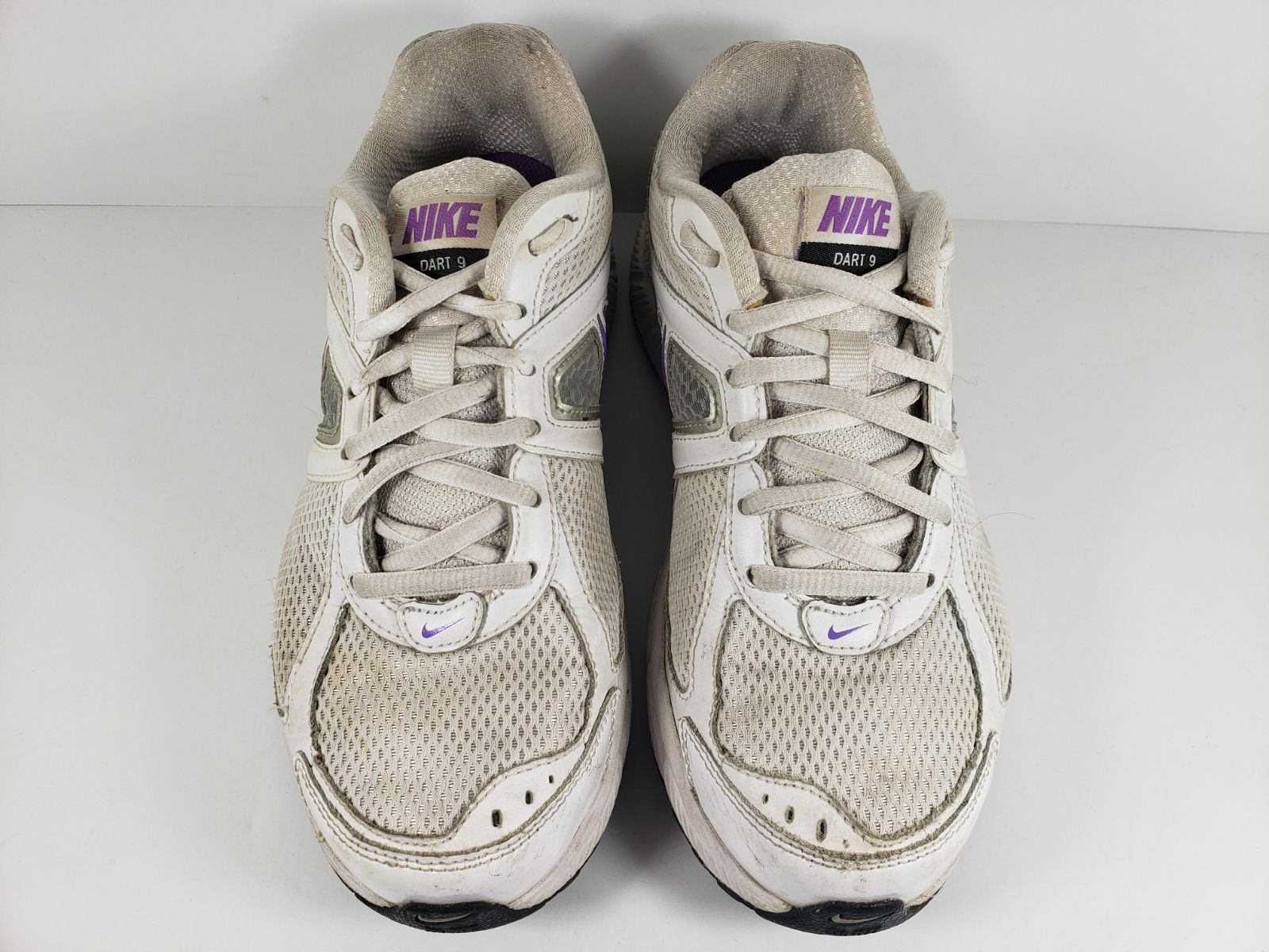 giro Excelente regional  Nike Dart 9 Running Shoes 443863-101 Women's Size 7.5 White & Purple.  Condition is Pre-owned. Please review all pictures for an accura… | Running  shoes, Shoes, Nike