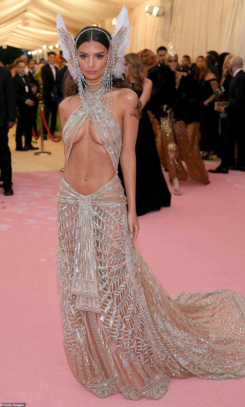 Dare To Bare Emily Ratajkowski Looked Even More Risque Than Ashley In Her Barely There Dr Emilyratajkowski Met Met Gala Dresses Gala Fashion Camp Fashion