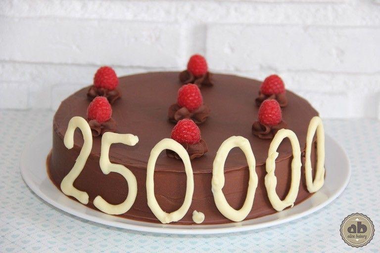 Tarta de chocolate con cobertura de chocolate con leche y frambuesas | Alice Bakery