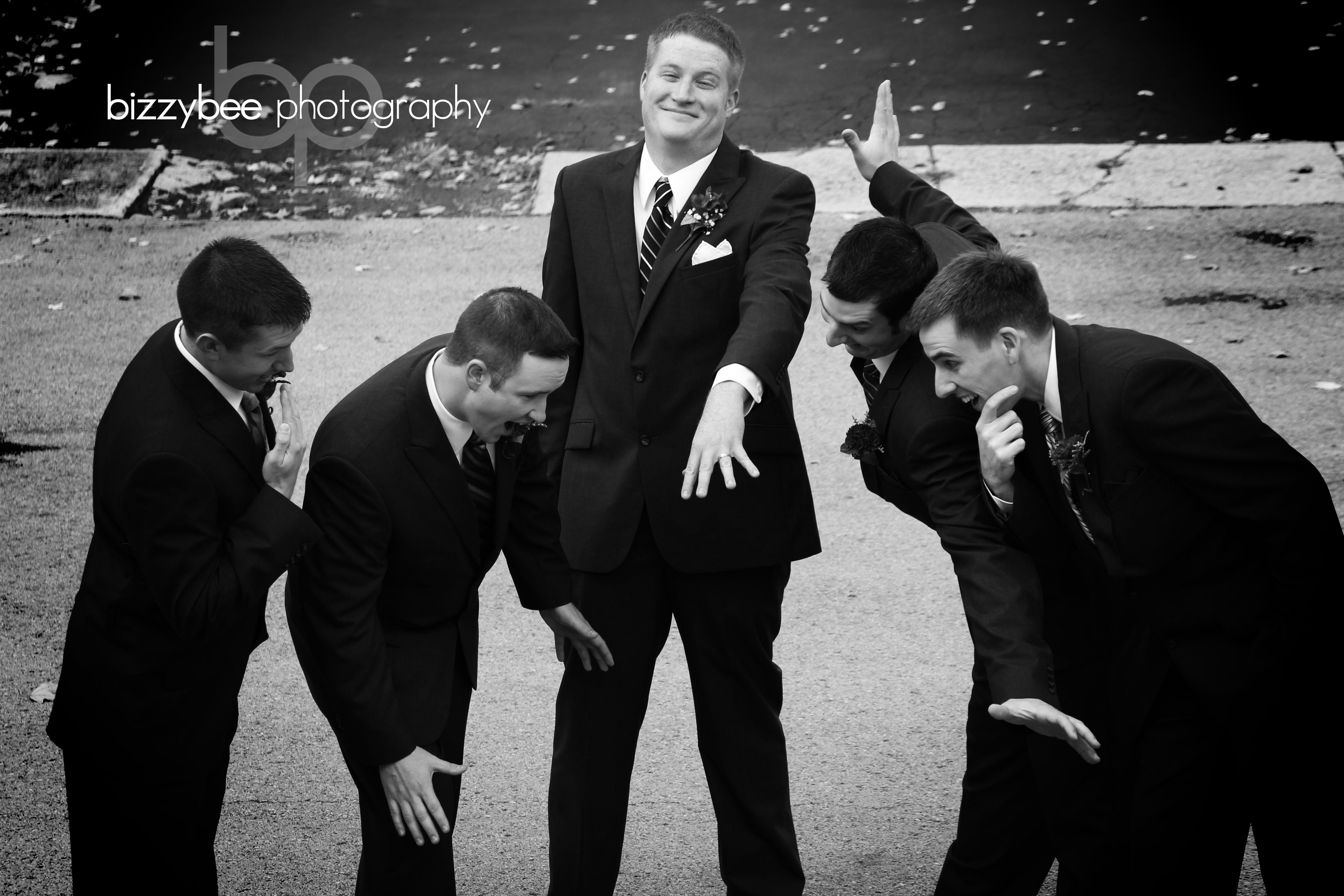 www bizzybeephotography com wedding photography funny groomsmen pose