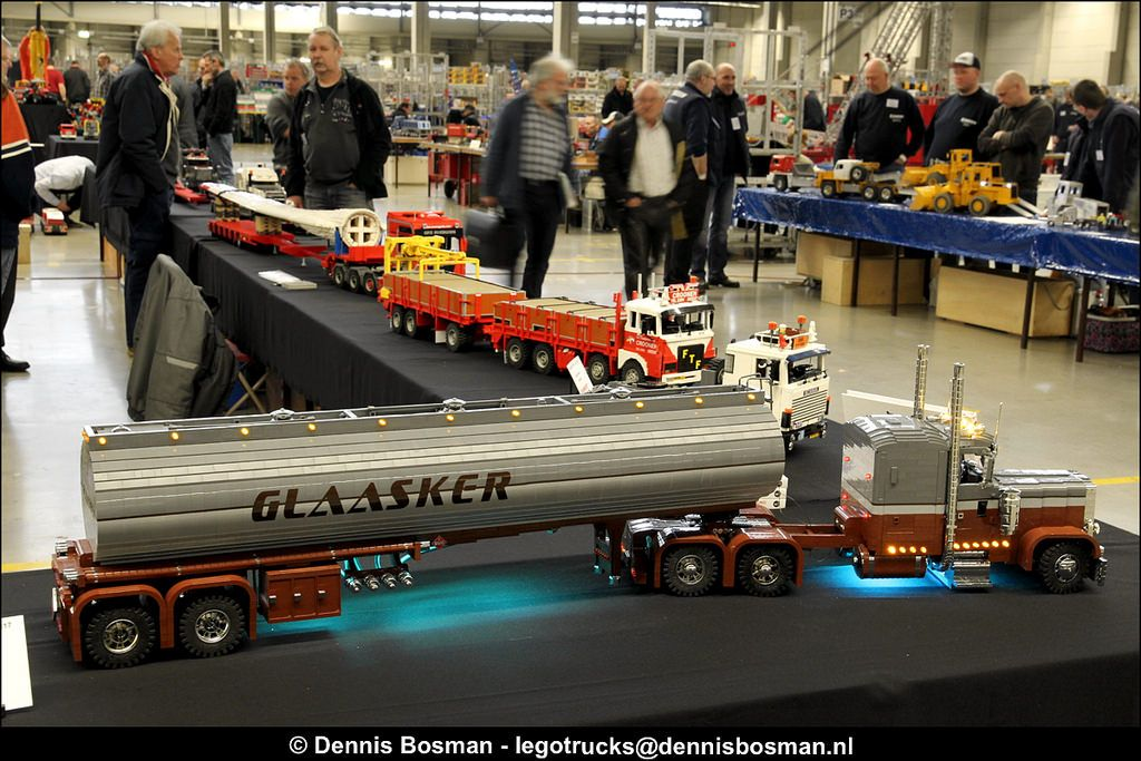 The annual Modelshow Europe in the Netherlands took place on March 18th, 2017. It also was a gathering of quite some SMA members (Scale Modelers Association). Our group had a large area to show their latest creations of trucks, cranes and other heavy equipment. Both static and dynamic models had great appeal with the audience and we took the opportunity to get everything rolling! Great event, great people and see you again next year!