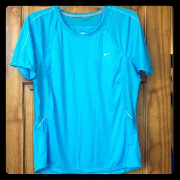 Nike dri fit workout top! Nike drifit workout top. Great condition! Open to most offers! Also check out what else I have for 25% off 2 items!! Nike Tops Tees - Short Sleeve