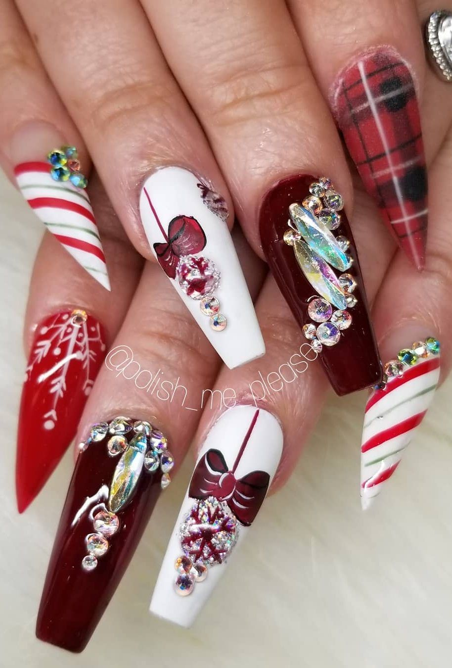 Amazing Christmas Nails Designs For New Year Party For 2019 Page 29 Of 53 Ladiesways Com Women Hairstyles Blog Christmas Nails Nail Designs New Year S Nails