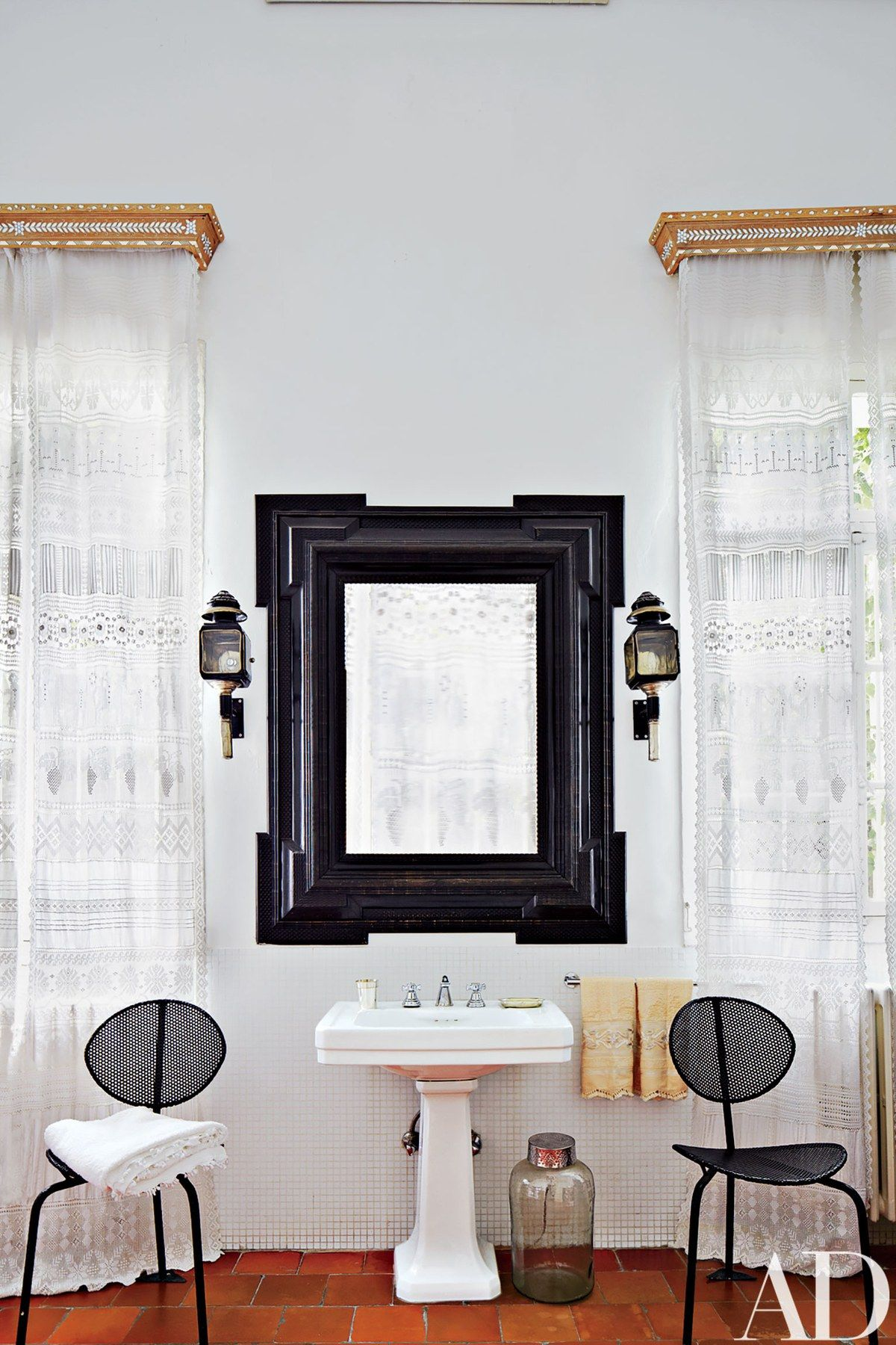 The master bath includes inlaidwood pelmets and embroideredlace