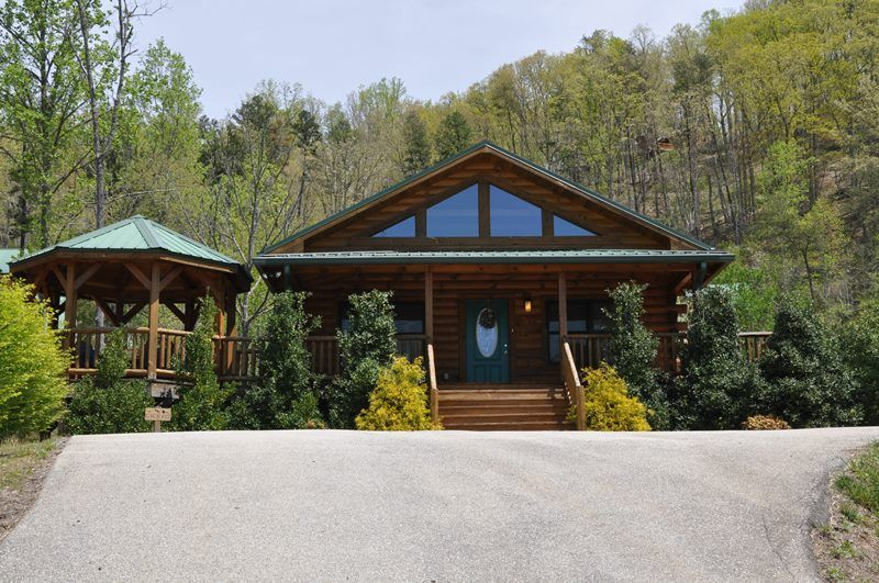 Native winds cabin right outside of cherokee nc north