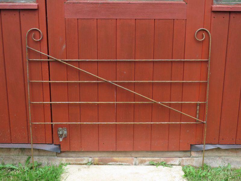 Border Edging Rusted Gate Design Border Outdoor Decor 400 x 300