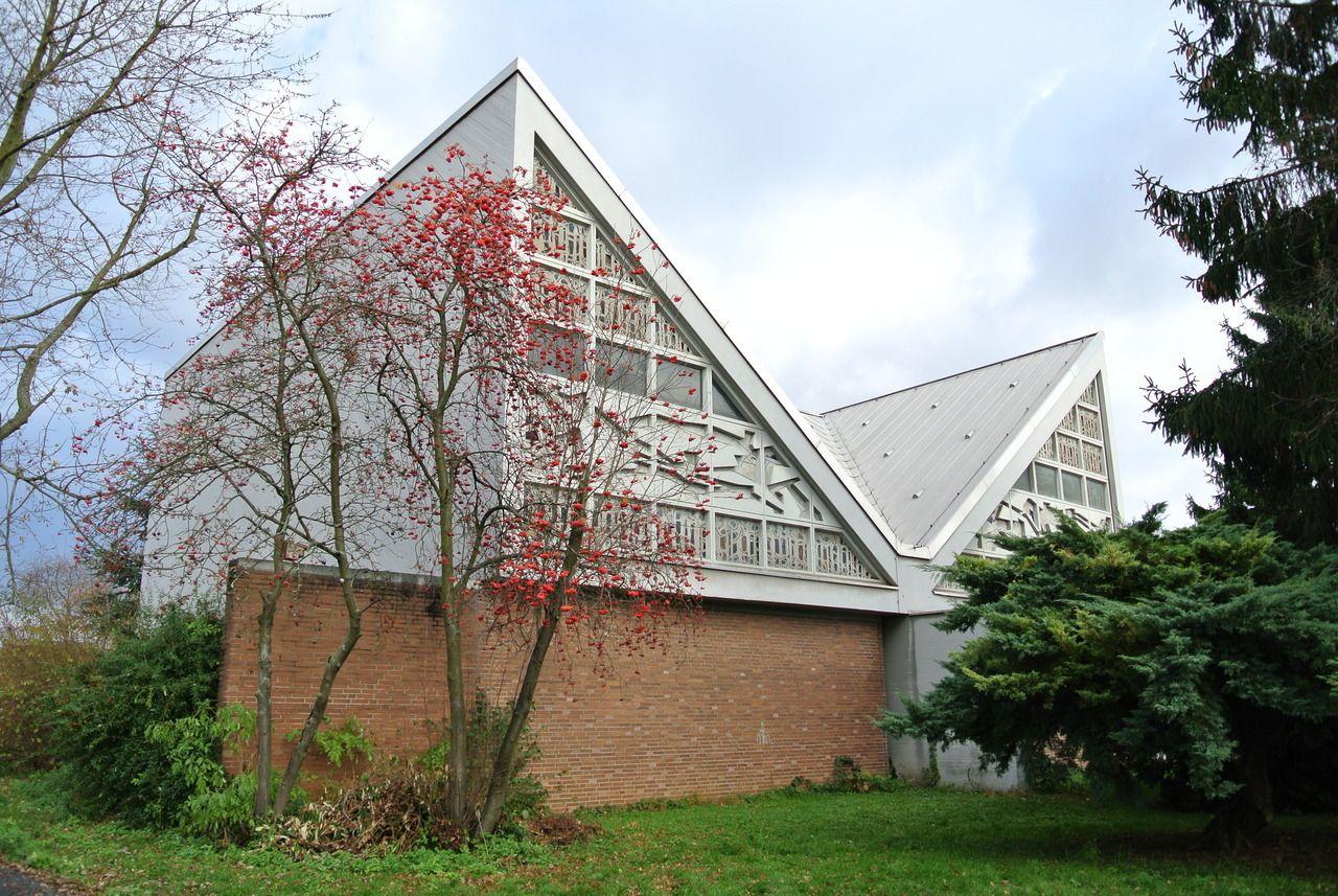 Festeburgkirche (1969) in Frankfurt/Main, Germany, by Horst Römer & Helmut Baumgart - #1960s #architecture #architektur #baumgart #brick #church #concrete #frankfurt/main #germany #helmut #horst #nachkriegsarchitektur #nachkriegsmoderne #römer
