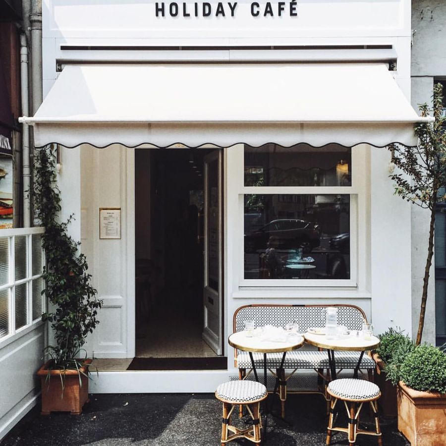 Le Magazine Holiday Et Son Cafe Cafe Design Coffee Shop Design Cafe Branding Design