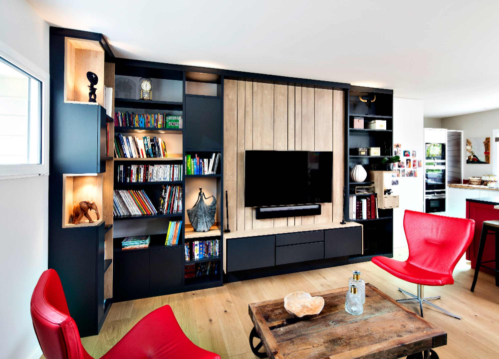 Un Meuble Tv Design Sur Mesure En Lambris Avec Tiroirs En Dessous De La Television Ainsi Qu Une Bi En 2020 Deco Meuble Tv Meuble Tele Bibliotheque Bibliotheque Design