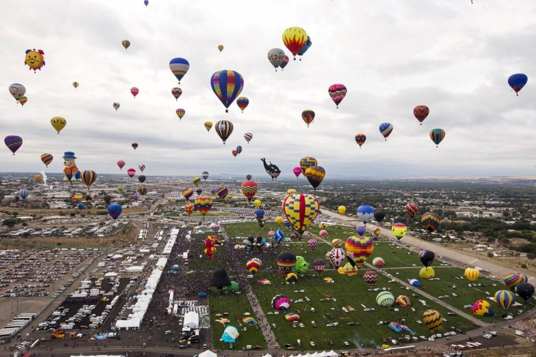 Hundreds of hot air balloons take off during the 2015