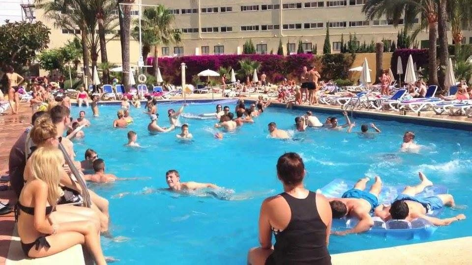 Pool party hotel samos magaluf majorca spain spain and balearic islands and canary islands in for Palma de mallorca hotels with swimming pool