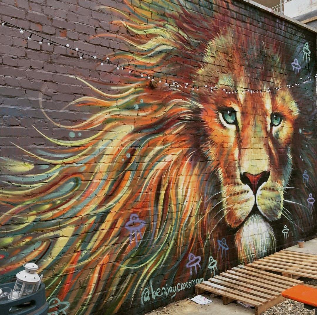 лев картинка рисунок на кирпиче яркий