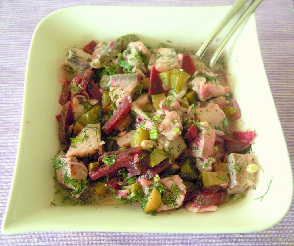 matjessalat mit gurken und roter bete rezepte salate salat matjes und rote bete. Black Bedroom Furniture Sets. Home Design Ideas