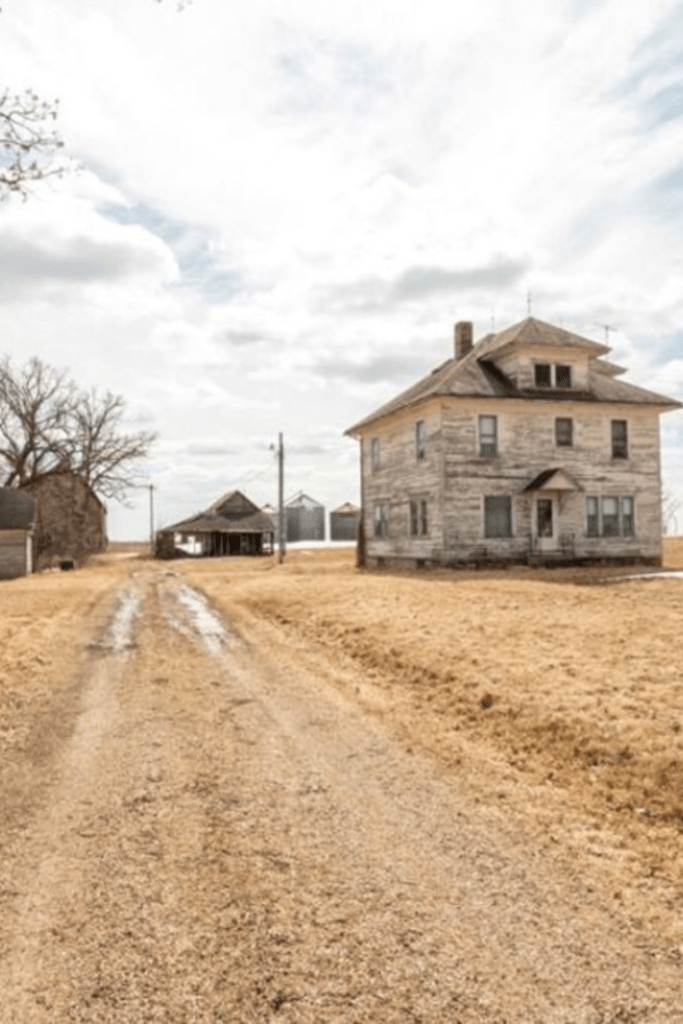 Awesome 1926 Foursquare Farmhouse For Sale In Wykoff Minnesota Download Free Architecture Designs Rallybritishbridgeorg