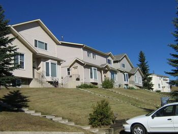 Phone 403 313 6298 Address Niven Place Nw Community North Haven Townhouse For Rent Duplex For Rent Places To Rent