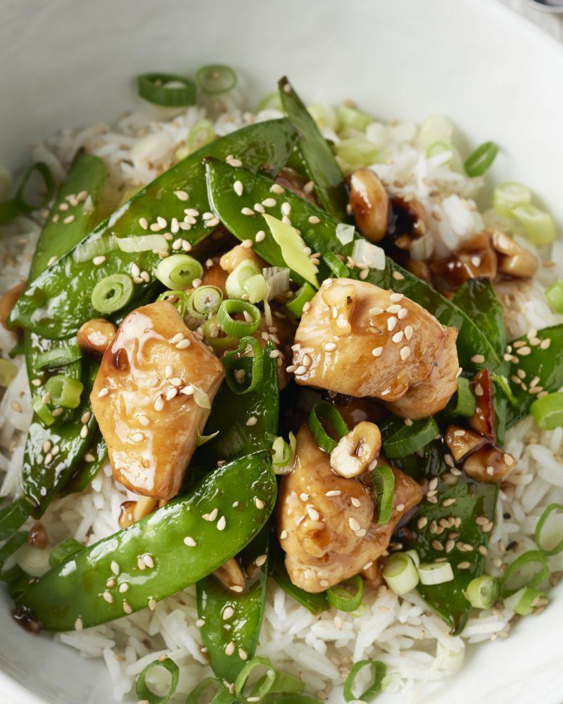 Wok van kip met cashewnoten en lente-ui #gezondeten