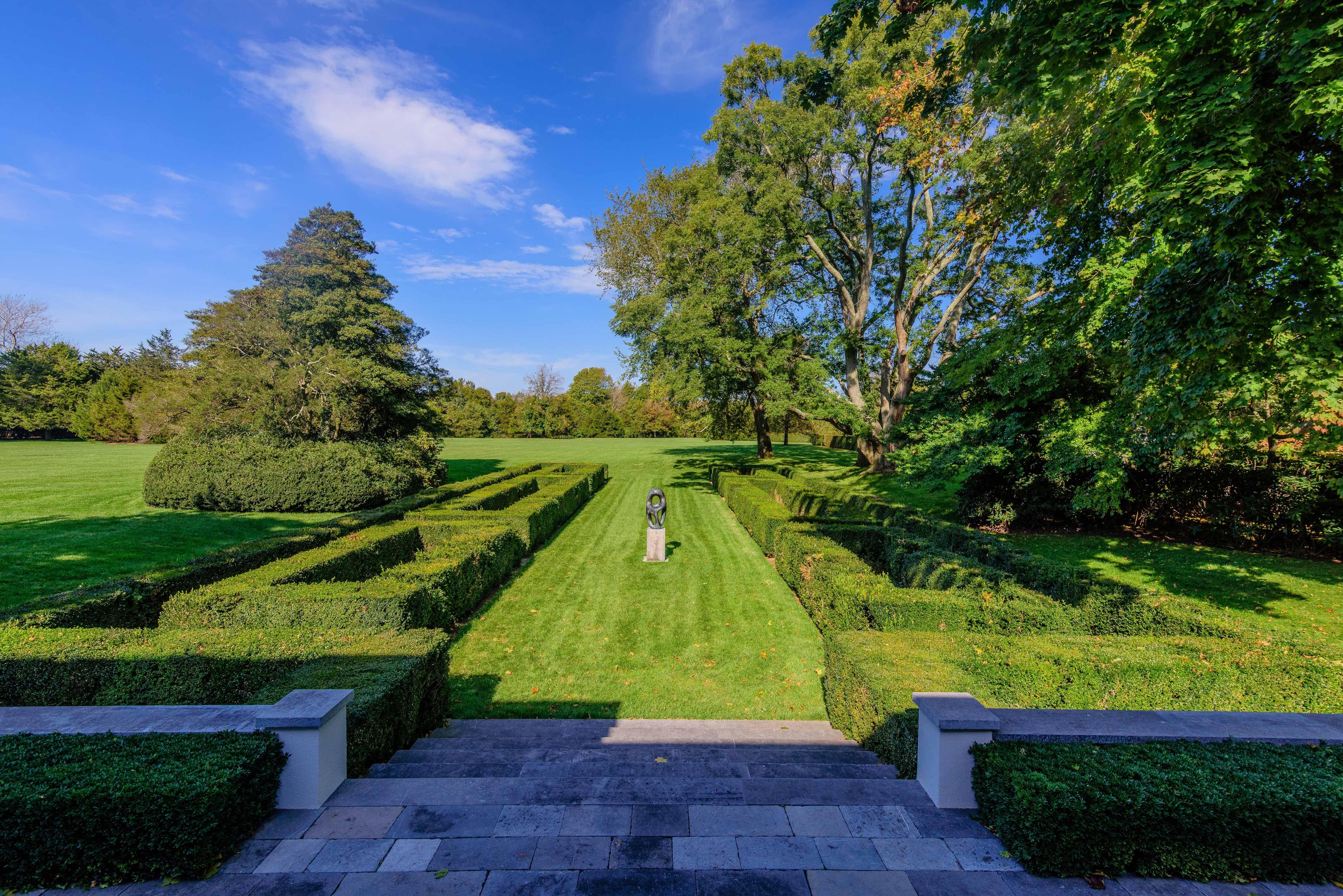 Take a Peek Inside Jackie Kennedy\'s Childhood Hamptons Home ...