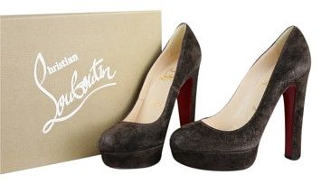 GB1023466  Authentic Christian Louboutin Bibi 140 Dark Brown Suede Pumps  Size 8  Heel measures approximately 140mm/ 5.5…
