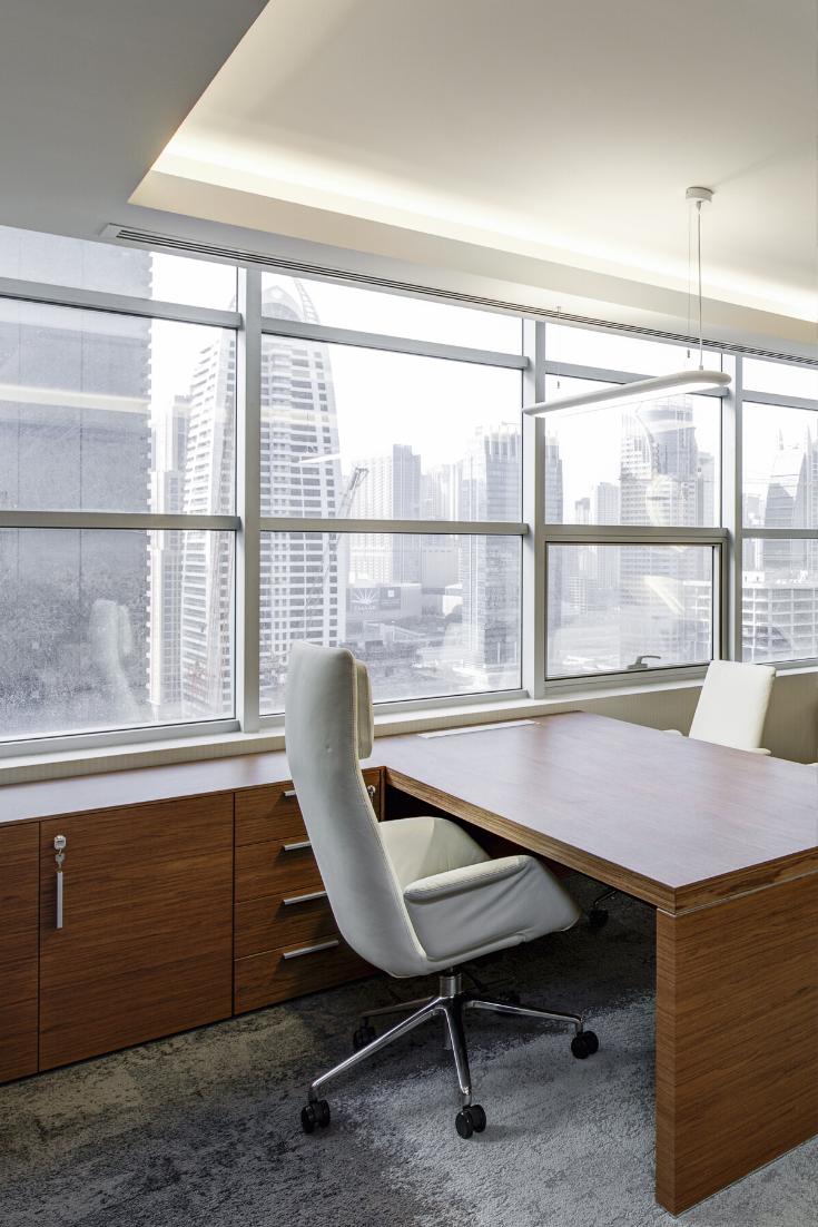 Des fenêtres panoramiques dans le bureau. #fenetre #fenetres #panoramique #bureau #office #deco ...