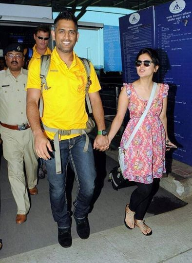 Msdhoni With Wife Sakshipatna Airport  Fashion, Style