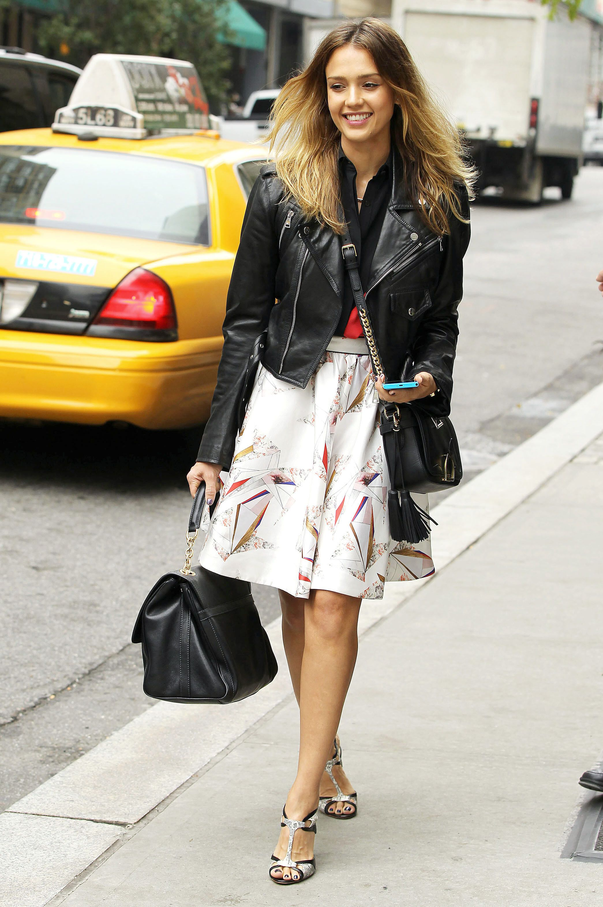 11dab91b1f Jessica Alba, black leather jacket, printed skirt, black cross-body bag,  color-block sandals ☑️