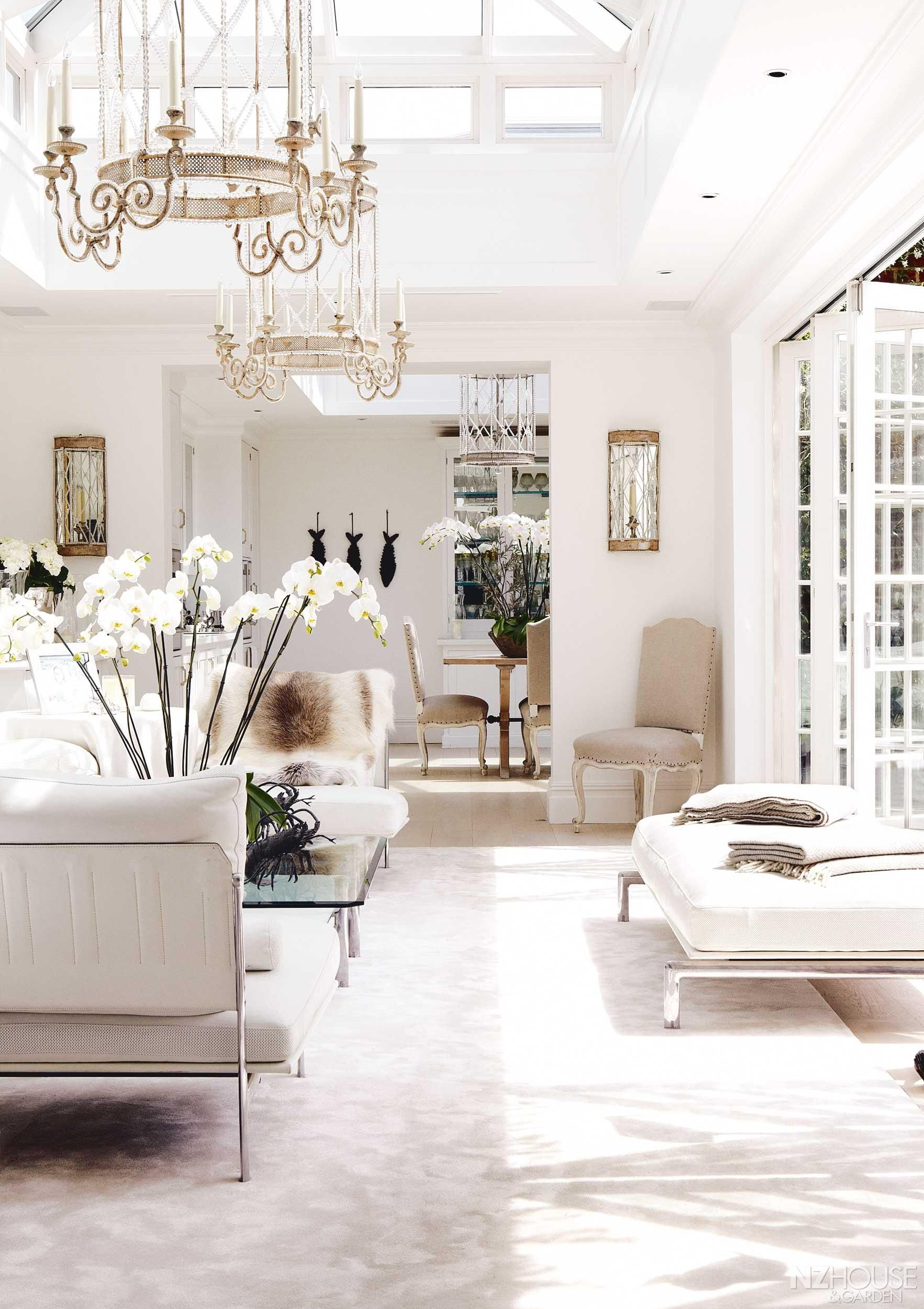 An all white London Mansion NZ House and Garden Home decor