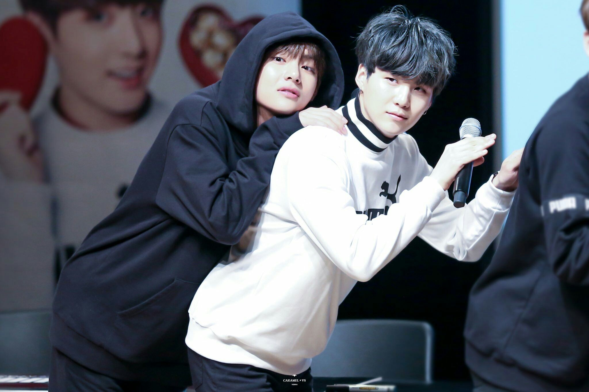 V and Suga~ Taëgi~ ❤ BTS PUMA Fansign (170304 my heart is hurting) #BTS #방탄소년단
