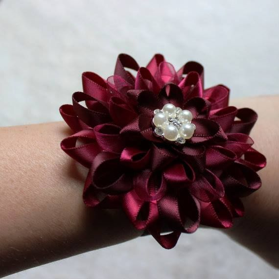 Keepsake wrist corsages! http://buff.ly/2folrHX #etsy #weddings #smallbiz #weddingplanning #brides #bride - http://ift.tt/2bTOztr