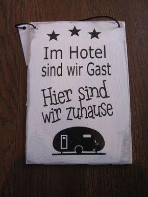 Holzschilder : Shabby Chic Schild: Im Hotel sind wir Gast, hier sind wir zuhause (Camping) #wohnwagen