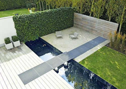 Schöner Sitzplatz mit Wasser und Sichtschutz Gartengestaltung - sitzplatz im garten mit steinmauer