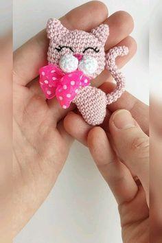 Brooch Cat crochet pattern, Cat crochet, Brooch Cat, Crochet brooch, Amigurumi Animal brooch PDF tutorial in English, Amigurumi pattern