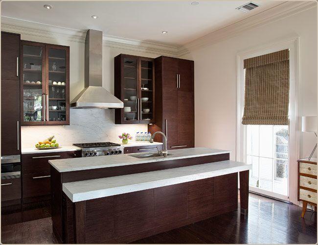 armoires foncées, comptoirs pâles, fan de cuisine | home sweet
