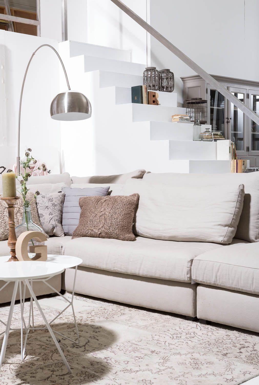 Landelijke woonkamer met moderne accenten. Zitmeubel Ravenia, karpet ...
