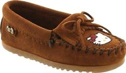 Hello Kitty Minnetonka Moccasins for girls #hellokitty #minnetonka #girlsfashion #suede