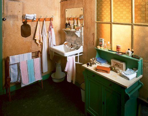 Secret Annex Bathroom Diary Of Anne Frank Pinterest