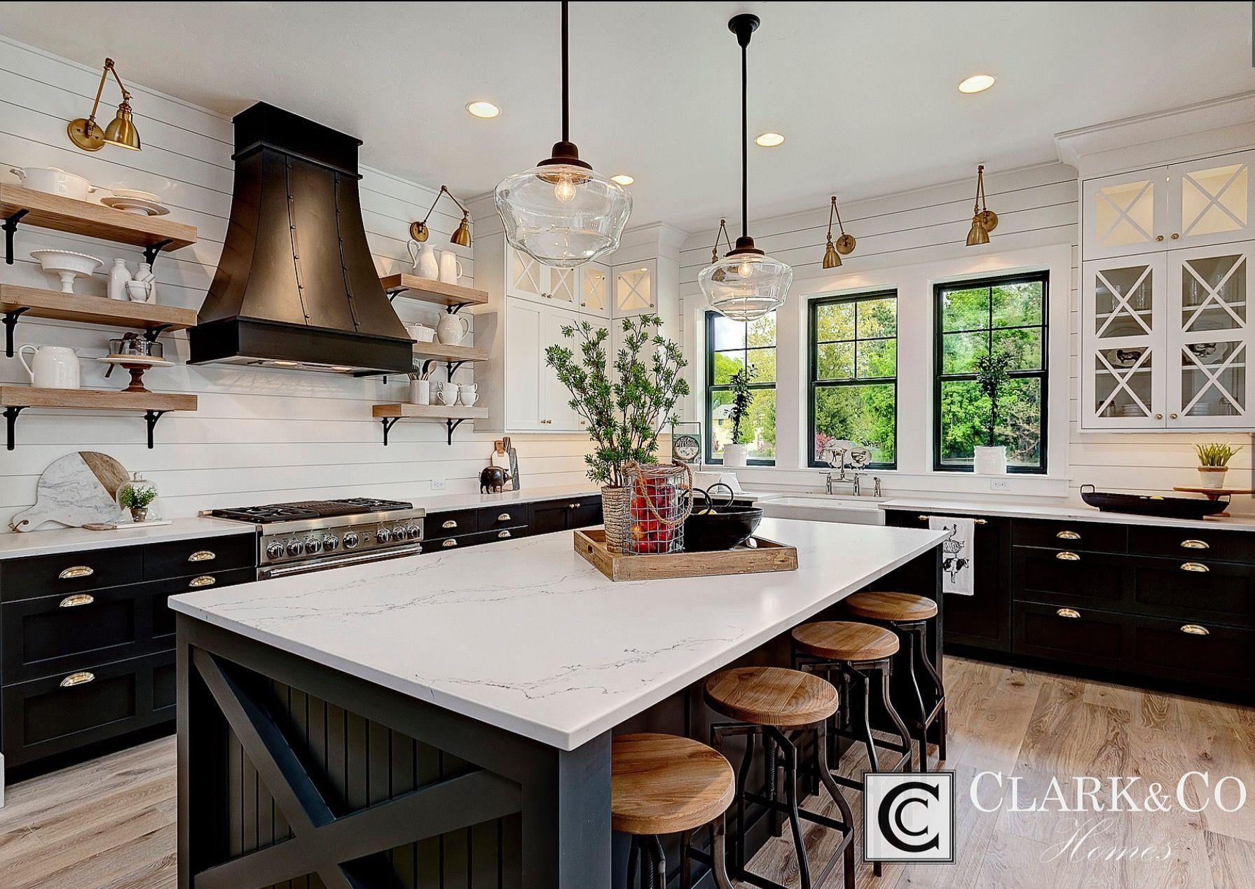 les plus belles cuisines americaines agrandir blanc et bois pour une cuisine ouverte et design. Black Bedroom Furniture Sets. Home Design Ideas