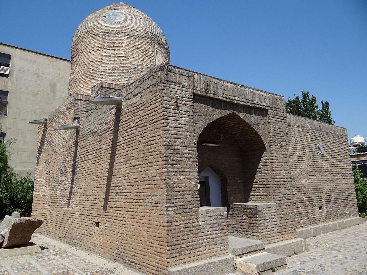 Hamadan Mausolee Attribuee A Esther Et Mardochee En 2020 Mausolee Archeologie Sepulture